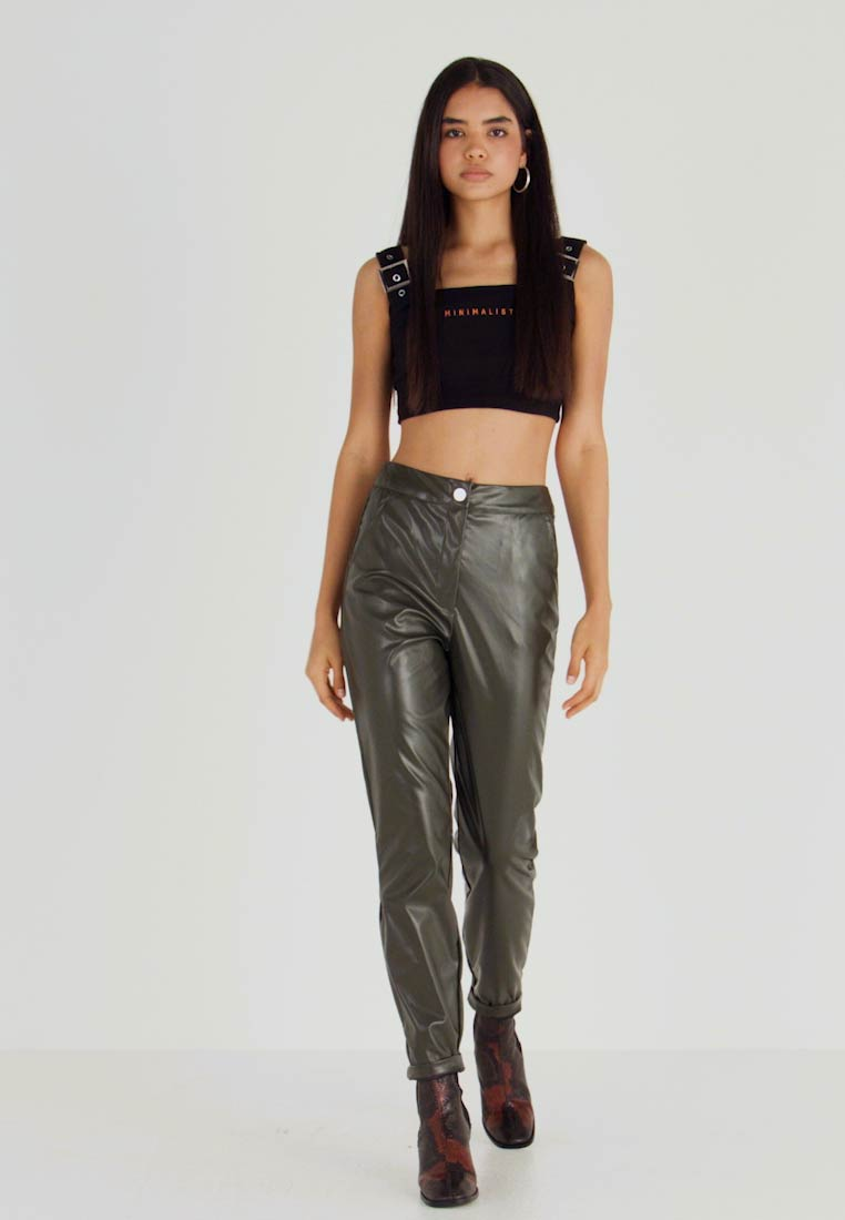 Missguided Tall - PLEAT FRONT CIGARETTE TROUSERS - Bukser - deep green