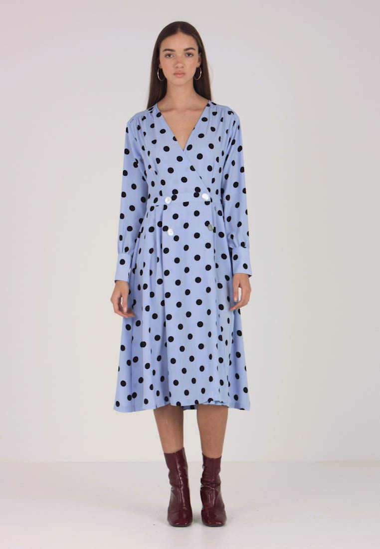 Monki - SILVIA DRESS - Skjortklänning - blue/black