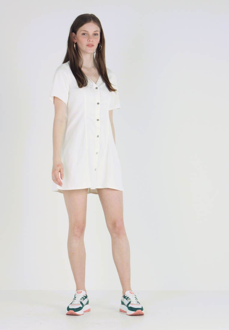 Monki - JODI DRESS - Vestido vaquero - off white