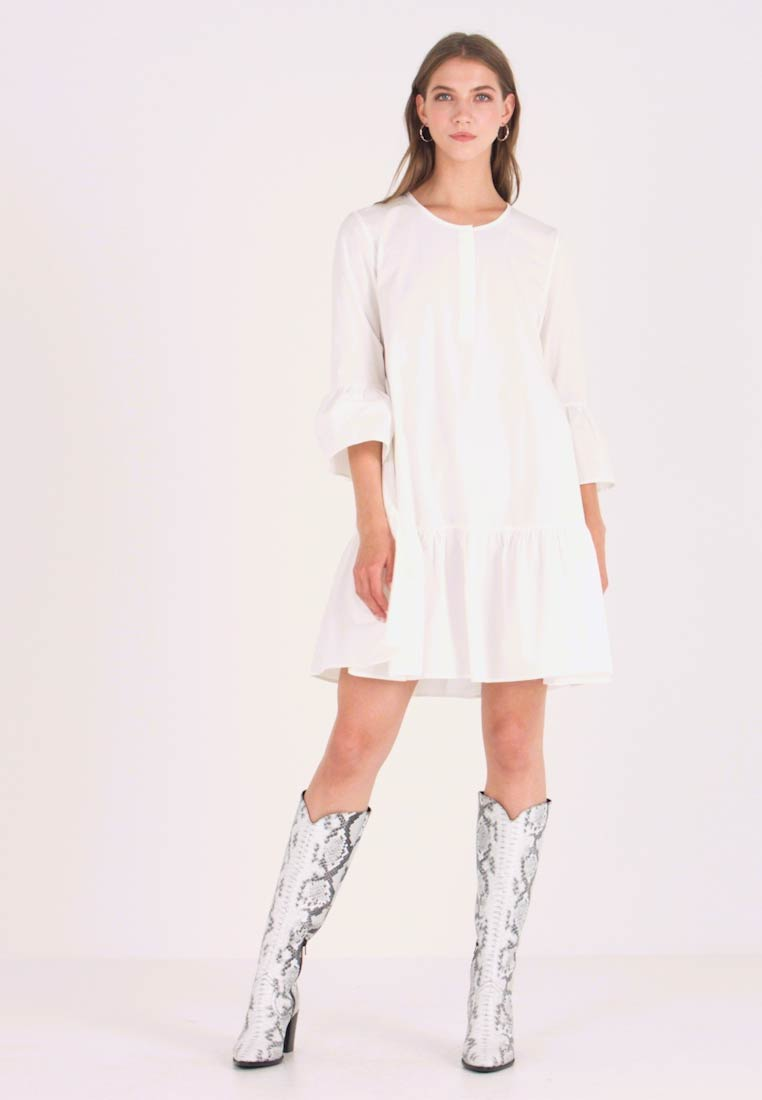 NA-KD - TRUMPET SLEEVE FLOUNCE DRESS   - Skjortekjole - white