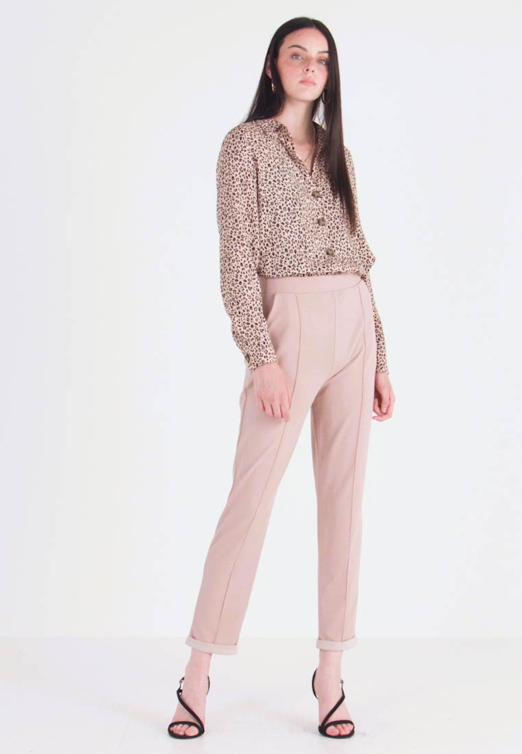 Nly by Nelly - DRESSED TAILORED PANTS - Stoffhose - mushroom