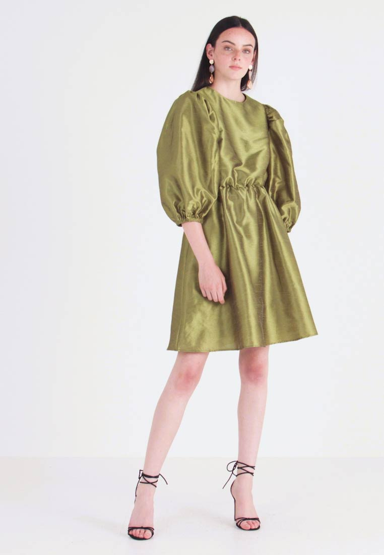 Nly by Nelly - VOLUME DRESS - Cocktail dress / Party dress - olive