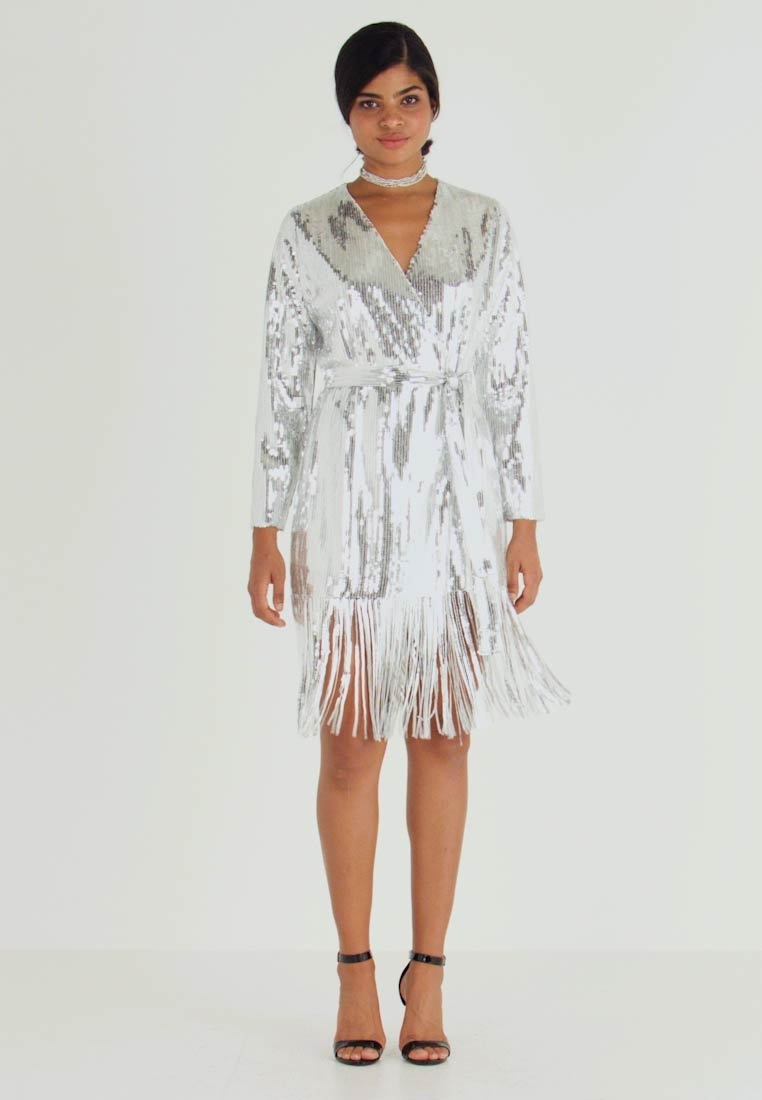 Nly by Nelly - WRAP FRINGE SEQUIN DRESS - Cocktailkjoler / festkjoler - silver
