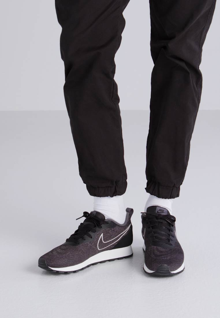 Nike Sportswear MD RUNNER 2 ENG MESH - Trainers - black/dark grey/sail -  Zalando.co.uk