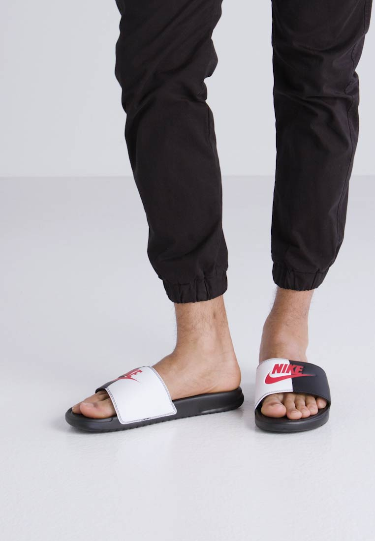 Nike Sportswear BENASSI - Sandalias black/game red/white