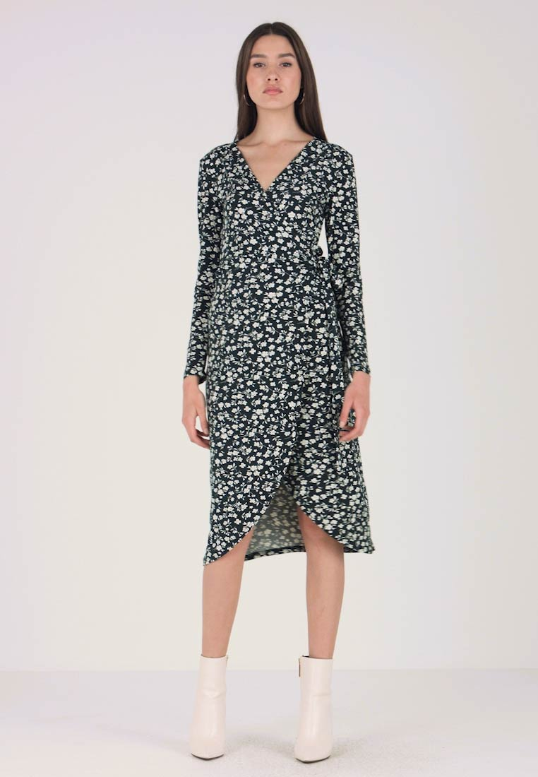 New Look - EXCLUSIVE SOFT TOUCH WRAP DRESS - Jerseykjole - green