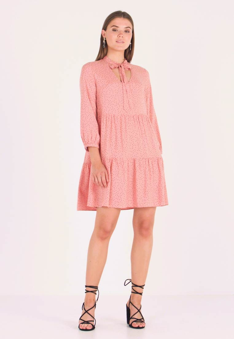 New Look - RIA DOT PUSSYBOW SMOCK DRESS - Freizeitkleid - pink