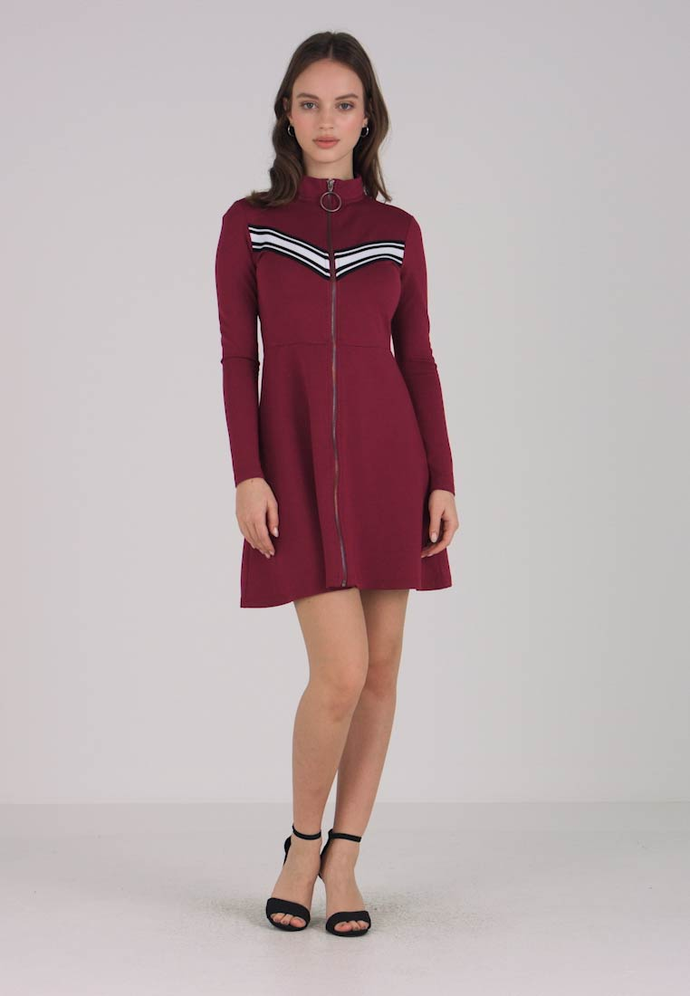 Noisy May Petite - NMPOWER SOLID SHORT DRESS - Jersey dress - rhododendron