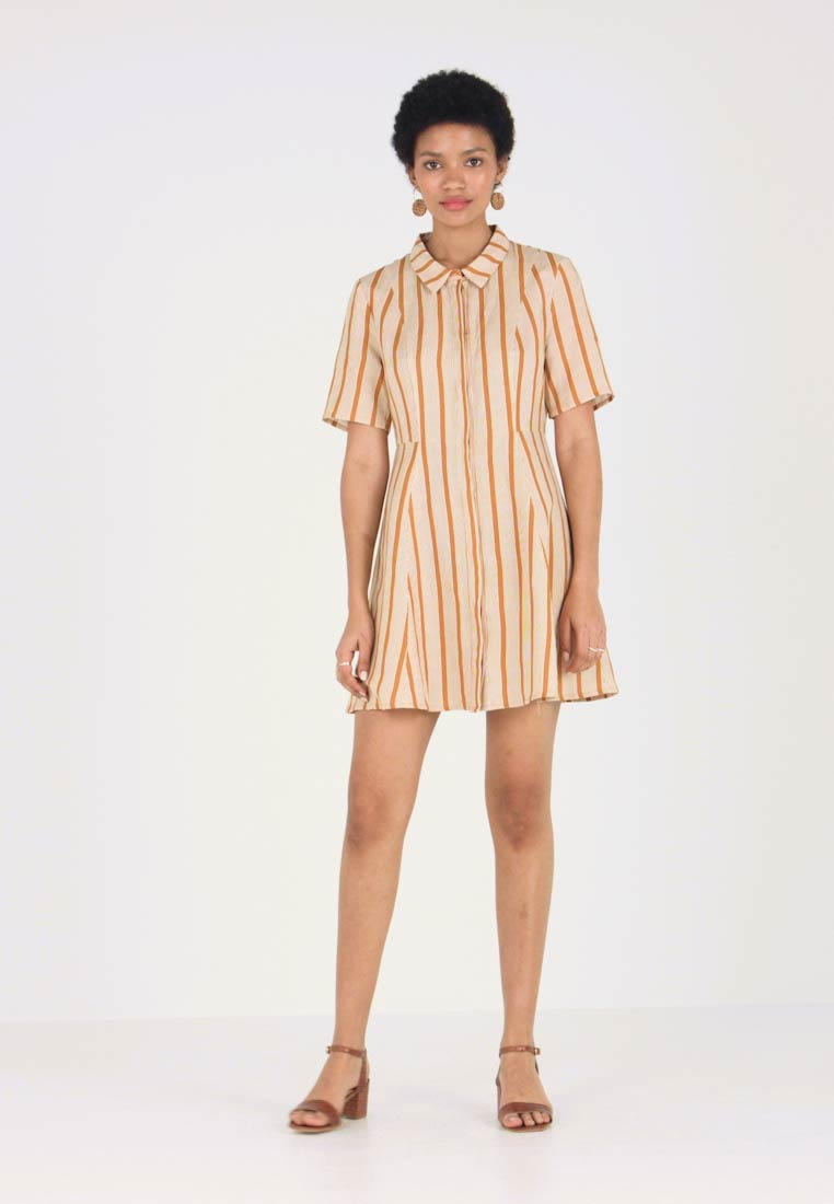 NORR - AMIRA DRESS - Shirt dress - golden brown/white