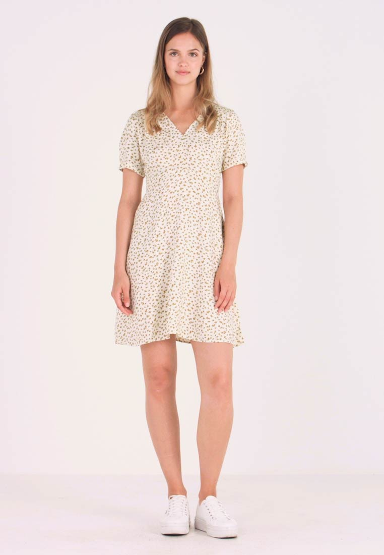 ONLY - ONLJOLIE SHORT DRESS - Day dress - cloud dancer