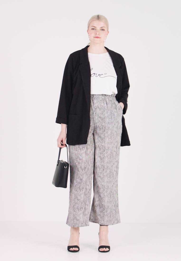 ONLY Carmakoma - CARRILEY WIDE PANTS ANKLE LENGTH - Stoffhose - black