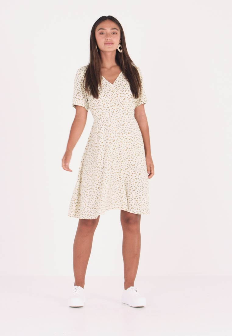 ONLY Petite - ONLJOLIE DRESS - Hverdagskjoler - cloud dancer