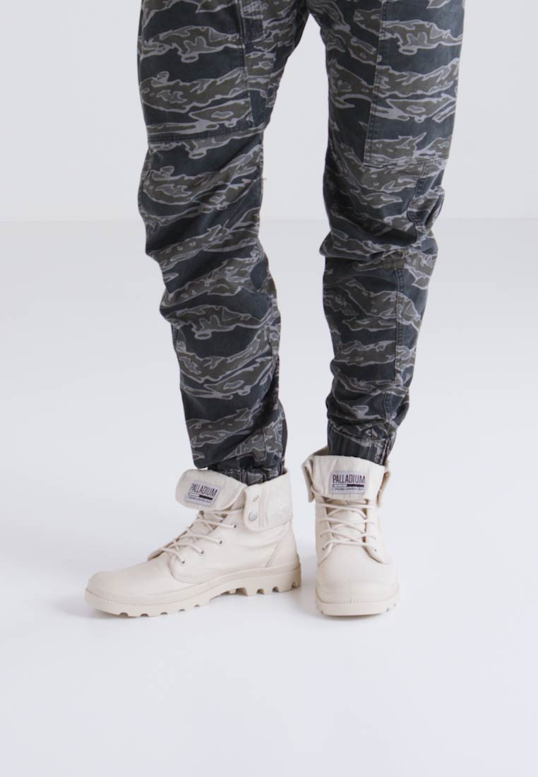 Palladium BAGGY ARMY CAMP - Bottines à lacets - sahara/ecru