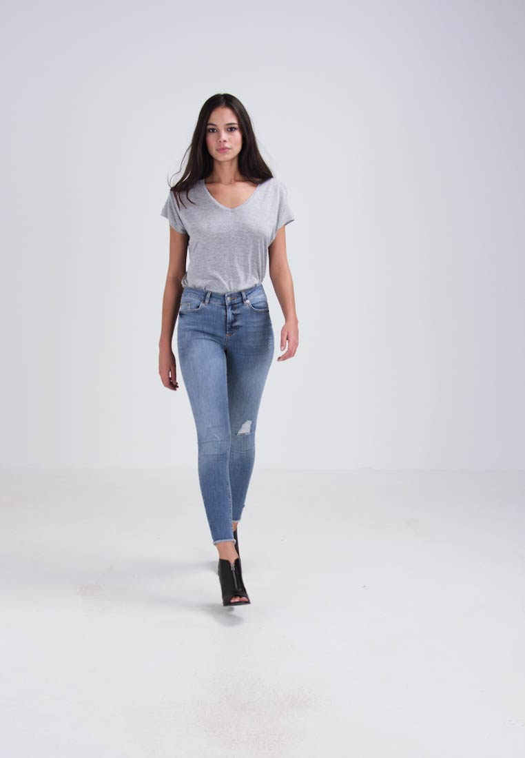 Pieces - PCFIVE DELLY - Jeans Skinny Fit - light blue denim