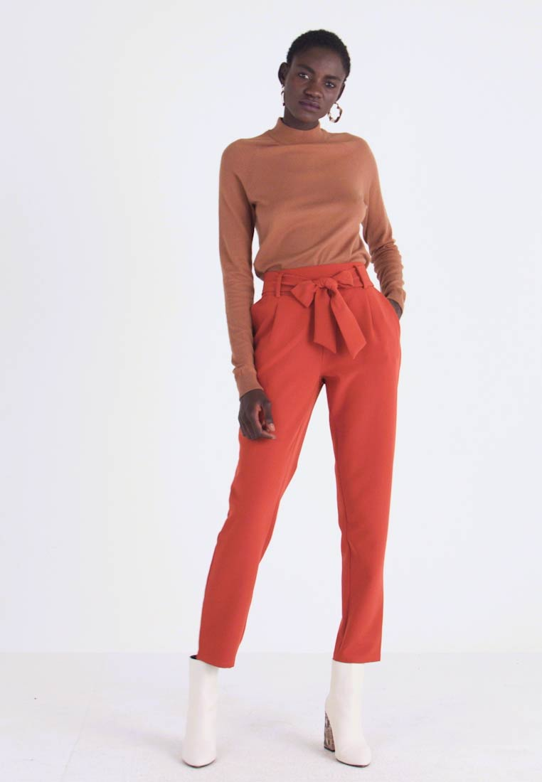 PIECES Tall - PCHIPA PANTS - Broek - picante