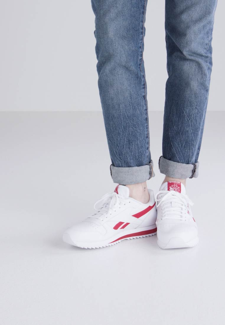 b5963cd29 ... Reebok Classic CL LEATHER RIPPLE LOW BP - Trainers - white excellent red  - Zalando.