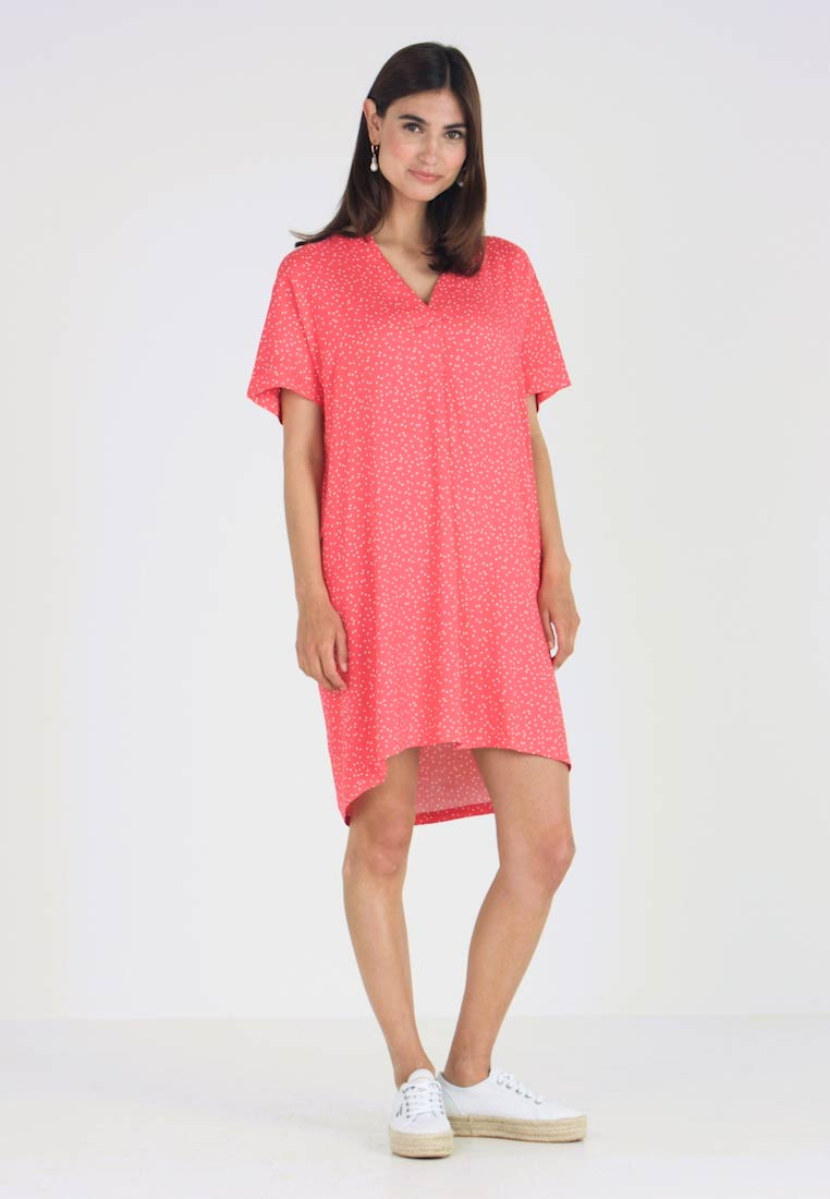 Re.draft - DRESS WITH PLEAT - Vestido informal - flame