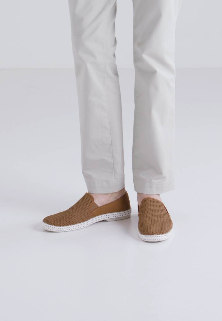 All Seasons Available Rivieras Classic - Slip-ons Miel
