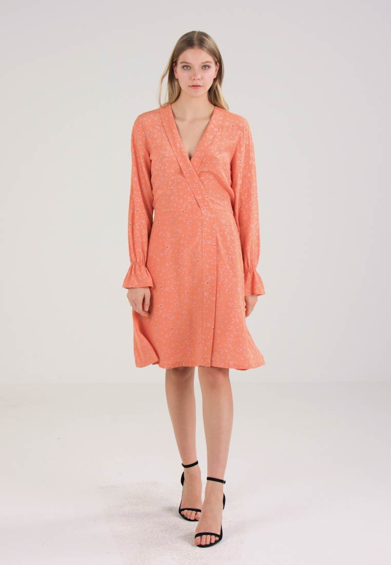 Selected Femme - SFANYA DRESS - Day dress - coral gold