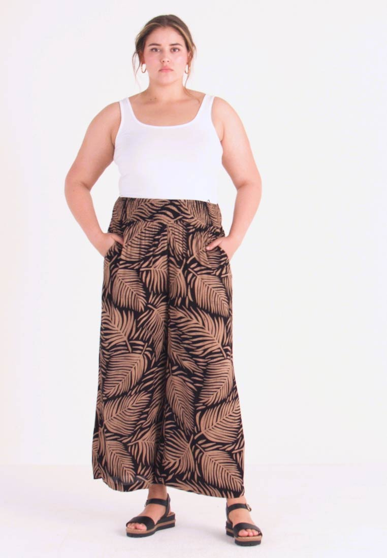Simply Be - PRINT CRINKLE SHIRRED WAIST WIDE LEG TROUSERS - Stoffhose - black/tan