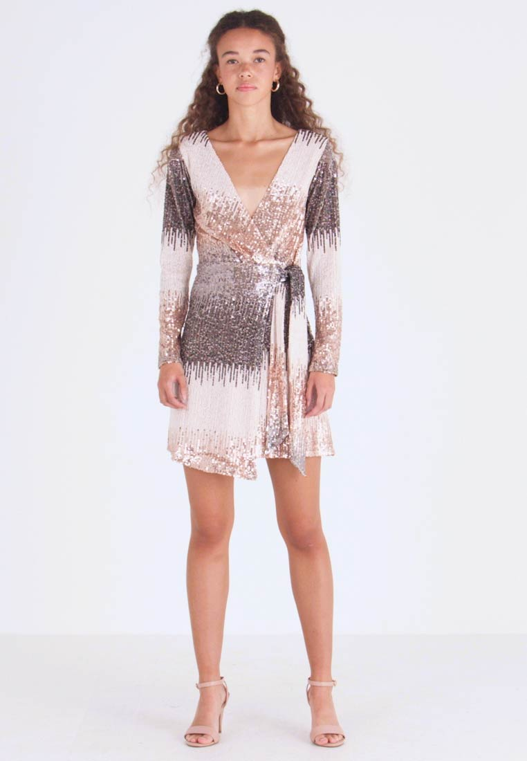 SISTA GLAM PETITE - CECILY - Cocktail dress / Party dress - gold