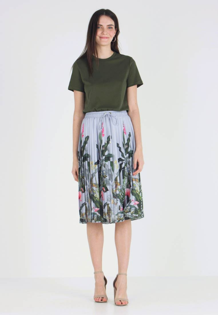 Ted Baker - BOBBYN PISTACHIO PLEATED MIDI DRESS - Korte jurk - khaki