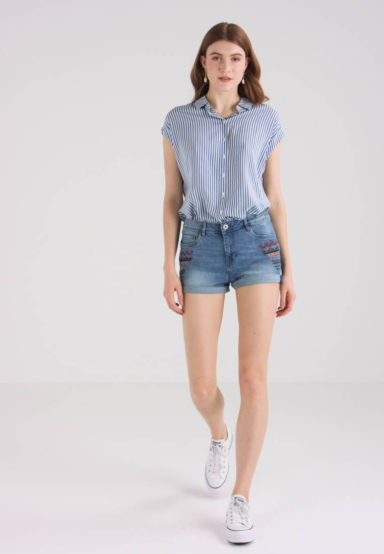 TOM TAILOR DENIM - CAJSA WITH EMBROIDERY - Jeans Shorts - light stone