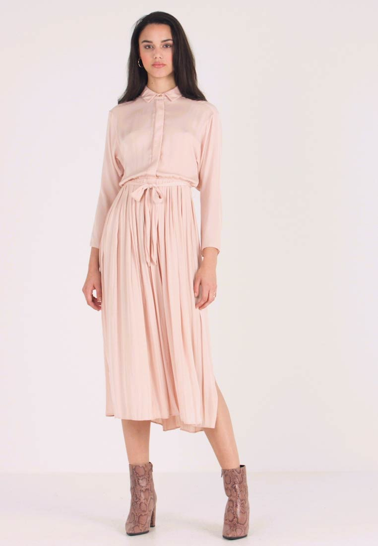 Topshop - PLEATED - Blusenkleid - pale pink