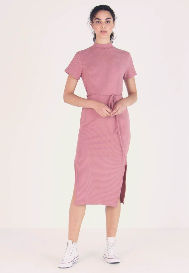 Topshop - CHUCK ON CUT AND SEW - Strickkleid - blush