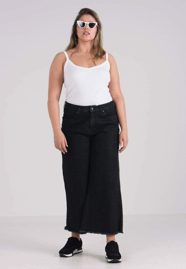 Urban Classics Curvy - LADIES CULOTTE - Flared Jeans - black washed