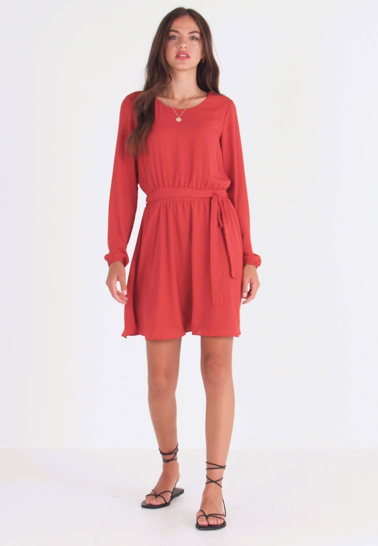 Vila - VILUCY DRESS - Freizeitkleid - ketchup
