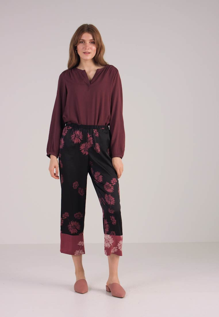 Pants Vince Pull Trousers Rich Sketch On Black Floral Chateau Camuto aqwrPaY