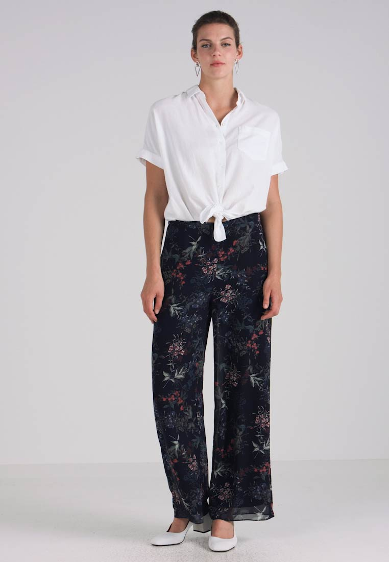 Classic Leg Garden Navy Heirloom Wide Camuto Trousers Vince xCwapYqc