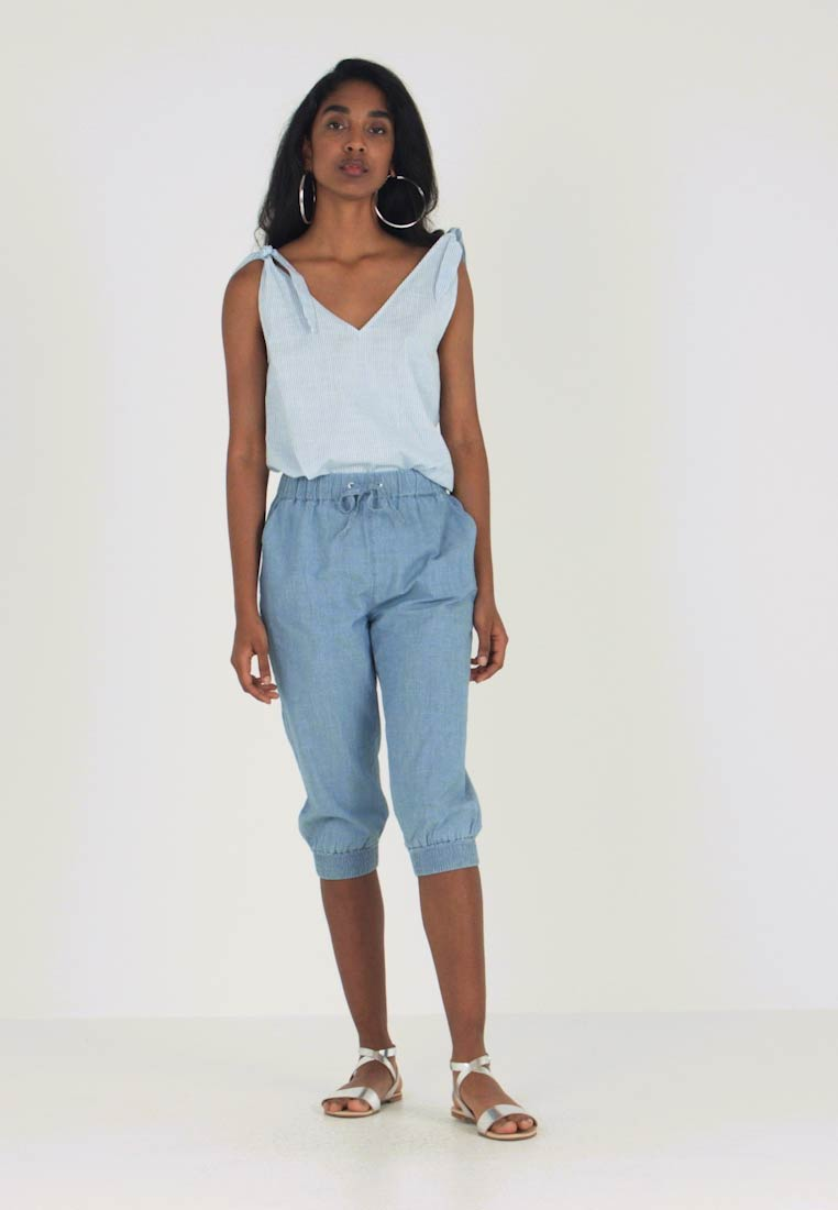 Vero Moda - VMEMILIA KNICKERS - Jogginghose - light blue denim