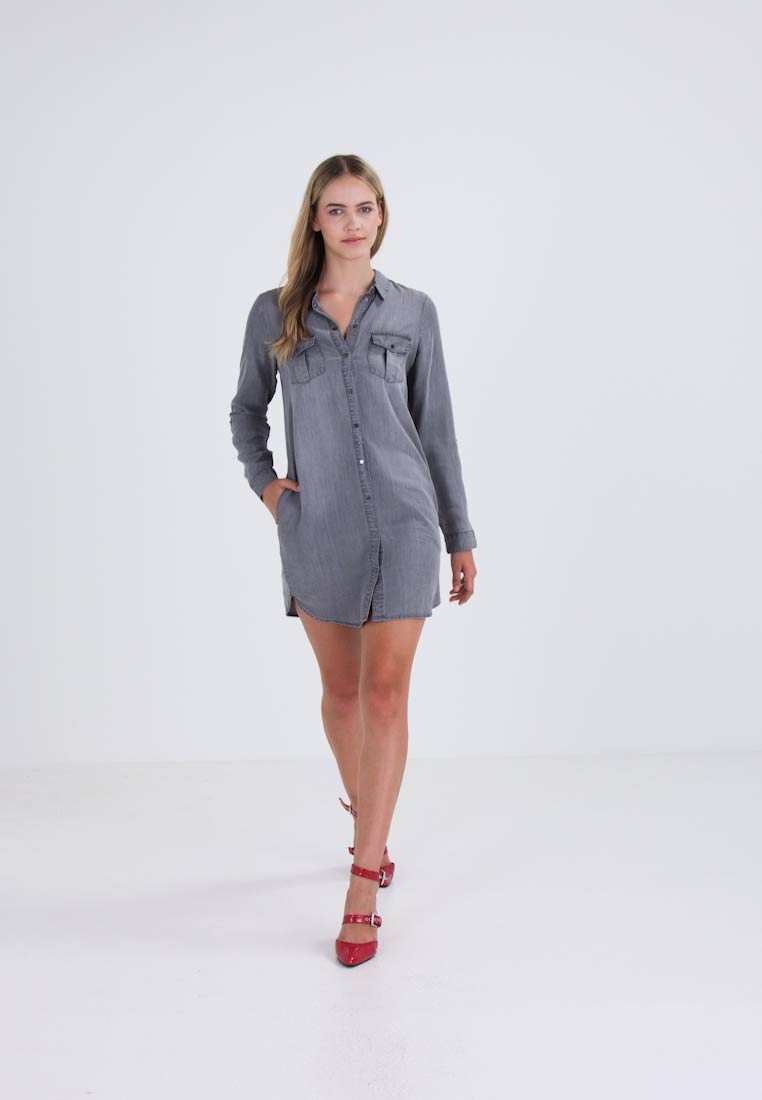 Vero Moda - VMSILLA  - Robe en jean - light grey denim