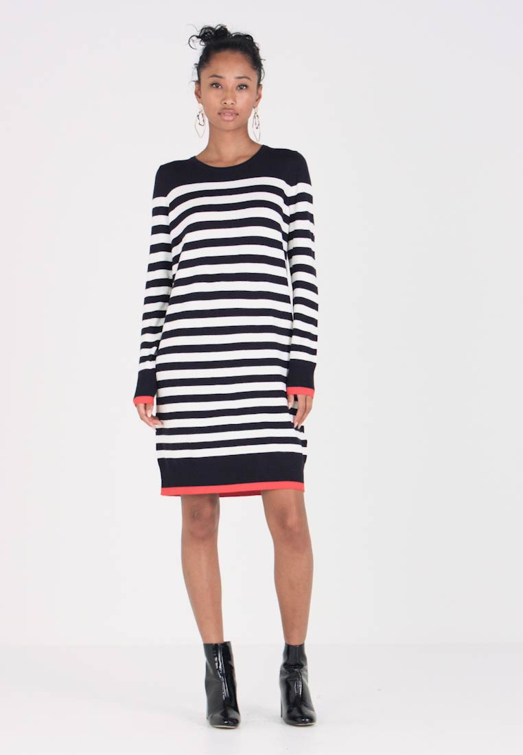 Vero Moda - VMDOSS LACOLE O NECK DRESS - Gebreide jurk - night sky/snow white/fiery