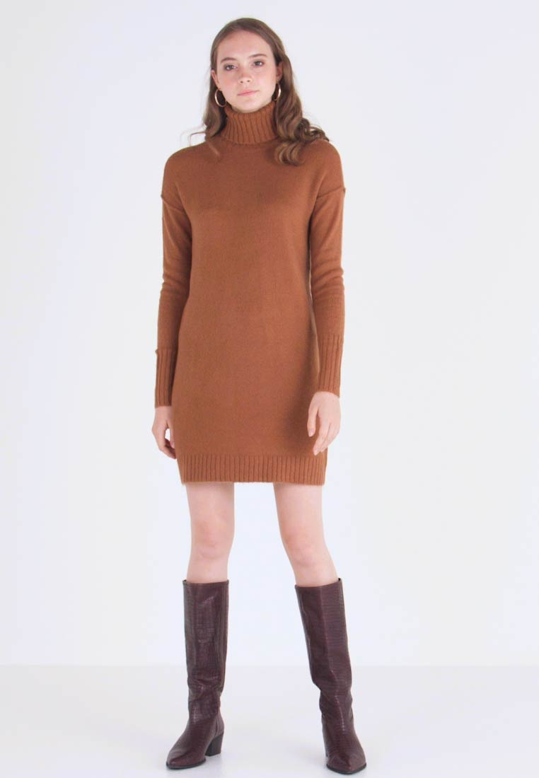 Vero Moda - VMLUCI  - Strickkleid - tobacco brown