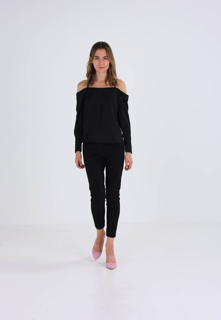 Vero Moda VMAYLA COLD SHOULDER - Blouse noir
