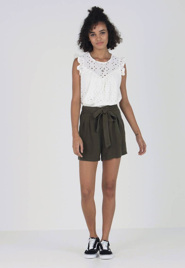 Vero Moda - VMMIA LOOSE SUMMER - Shorts - ivy green