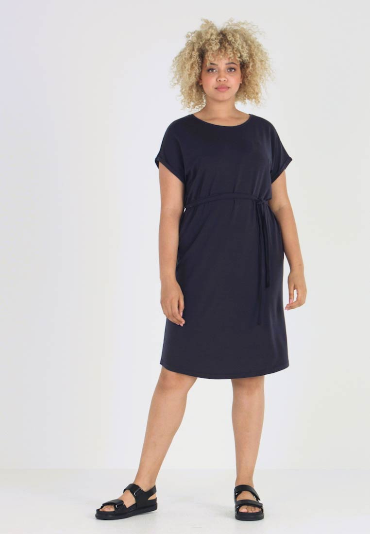 Vero Moda Curve - VMAVA PLAIN KNEE DRESS - Vestido ligero - night sky