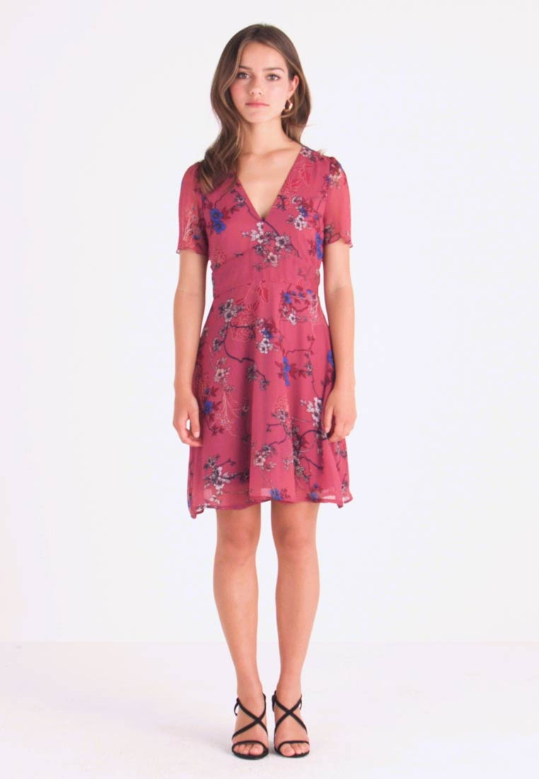 Vero Moda Petite - VMKATINKA  SHORT DRESS - Freizeitkleid - dry rose/katinka