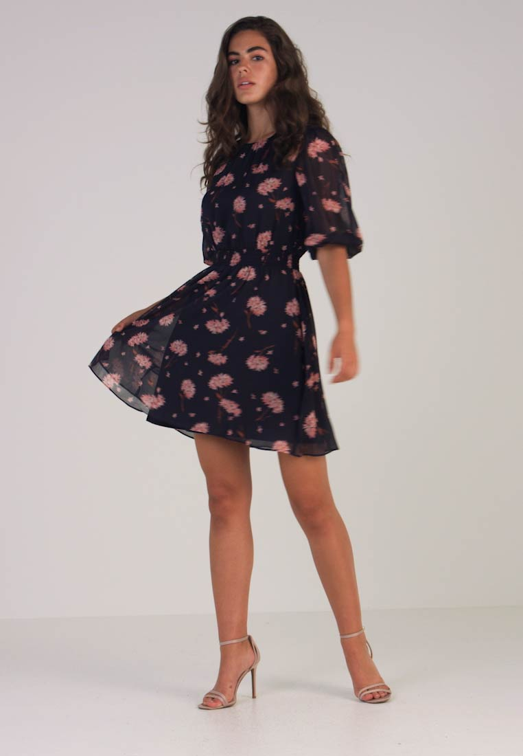 2cfd3fc4217f1 Warehouse HONEY FLORAL SMOCK WAIST MINI DRESS - Day dress - navy ...