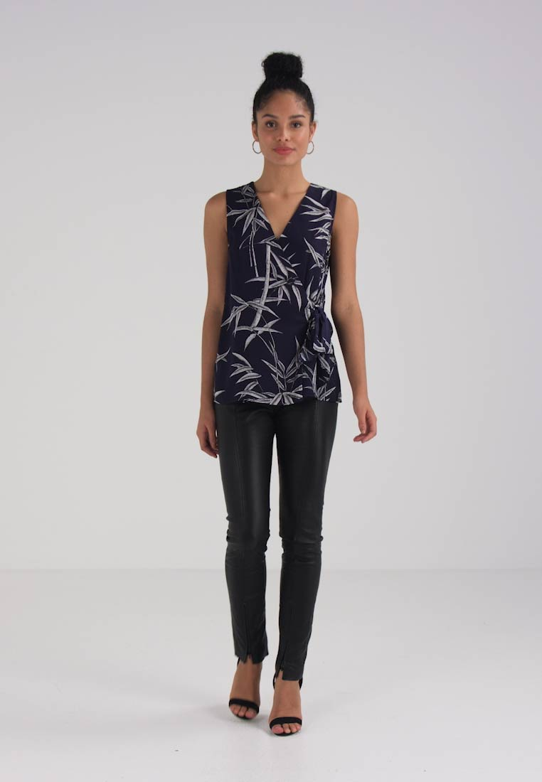 Warehouse KNOT FRONT BAMBOO  - Blouse - dark blue