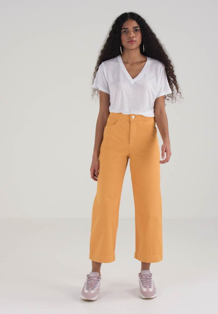 Weekday VIDA - Flared jeans - yellow